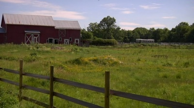barn_and_field
